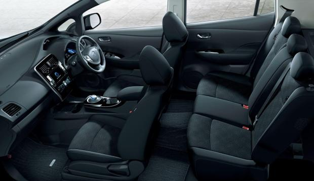 2013-Nissan-Leaf-interior-dark-3